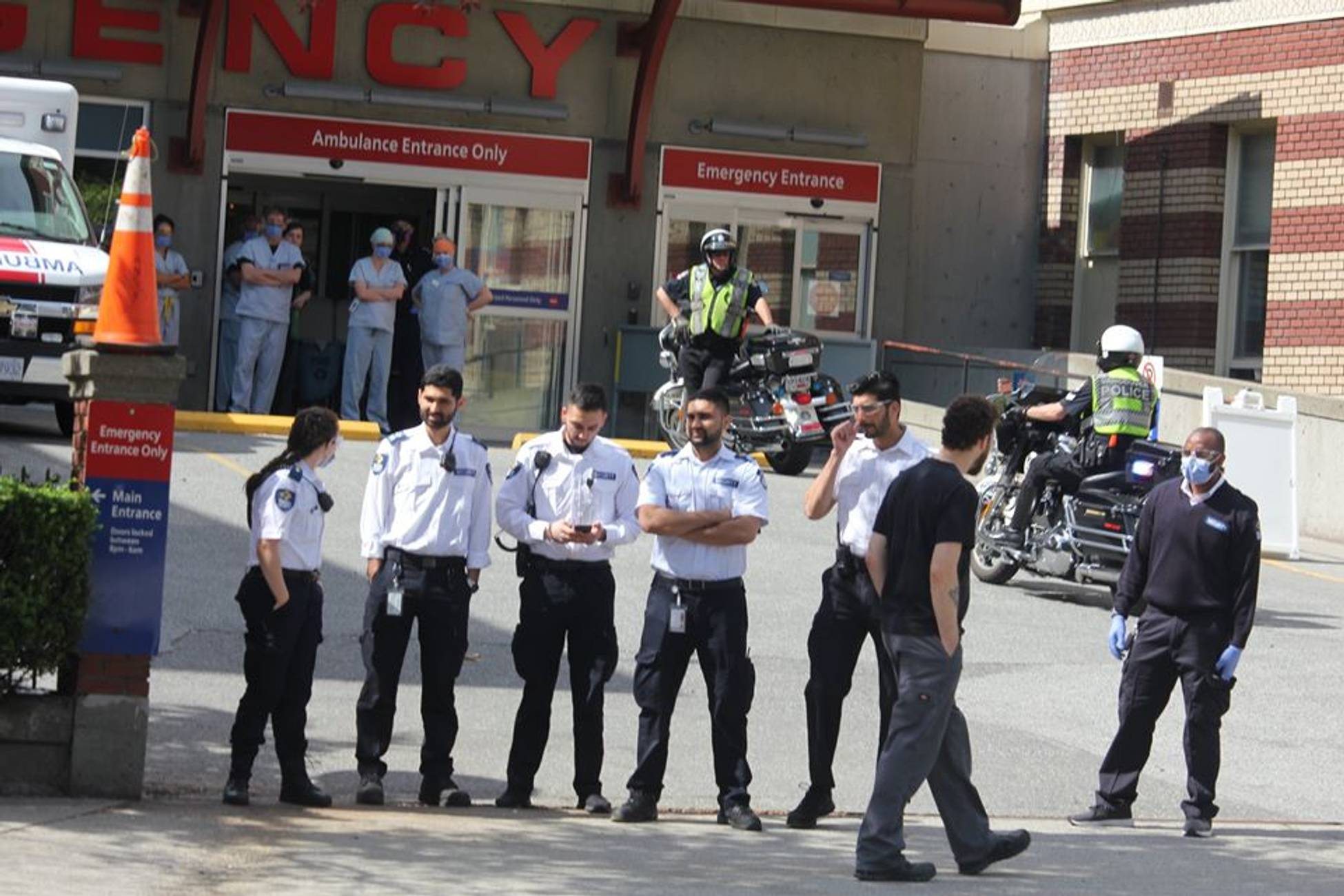 """Vancouver's Anti-Lockdown Protestors Give A Big """"F*** You"""" To Healthcare Workers"""