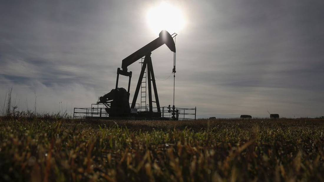 Alberta exempts energy companies drilling wells or building pipelines from property taxes for three years