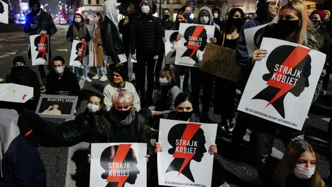 Poland delays abortion ban amid nationwide protests