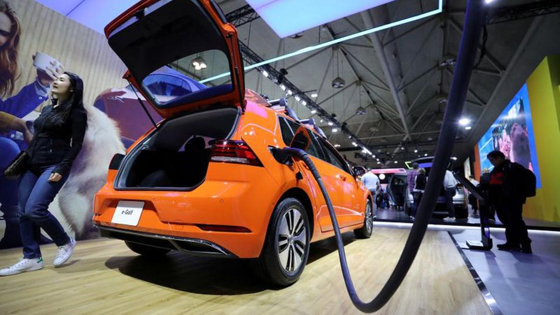 Ottawa's quixotic jolt to our electric-battery industry is riskier than it's letting on