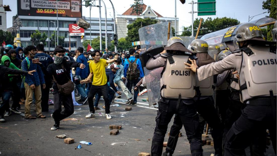 Thousands Clash With Jakarta Police in Protest Against Controversial Omnibus Law