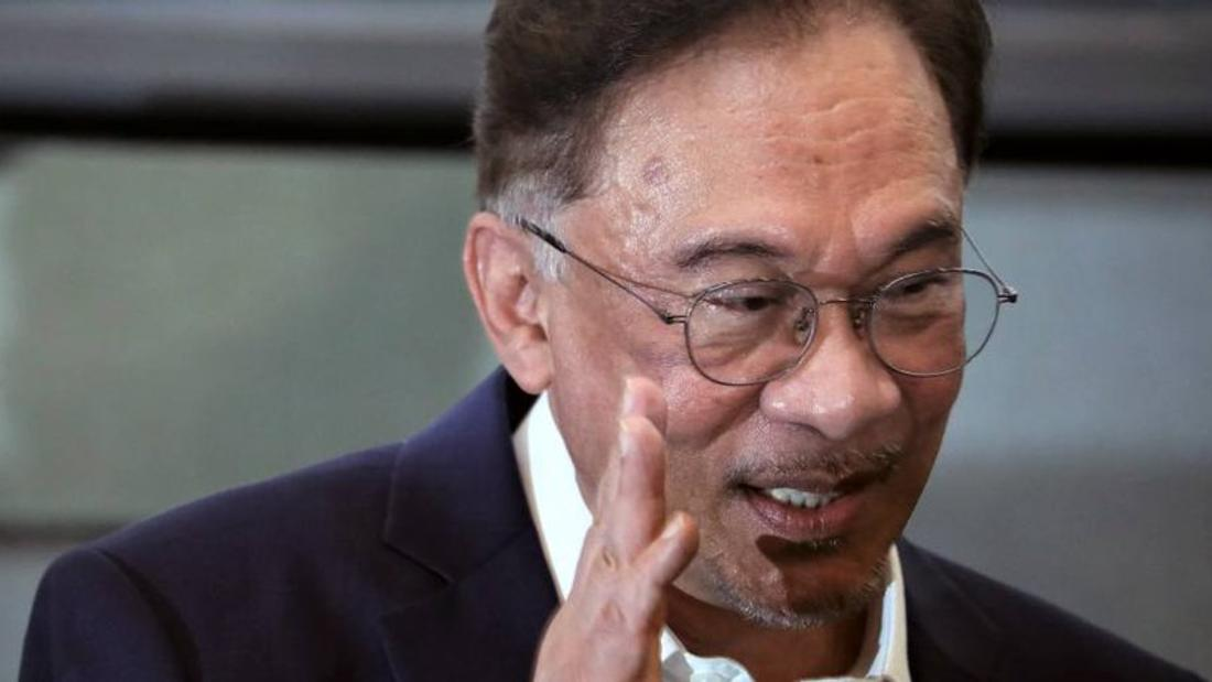 Malaysia's Anwar says he will meet king Tuesday in bid to oust PM