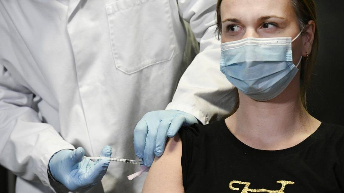 Coronavirus: EU vaccine woes mount as new delays emerge