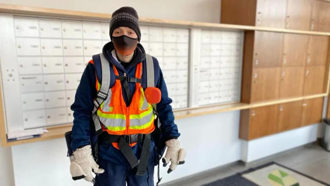 2 Canada Post workers in Regina suspended after refusing to deliver Epoch Times
