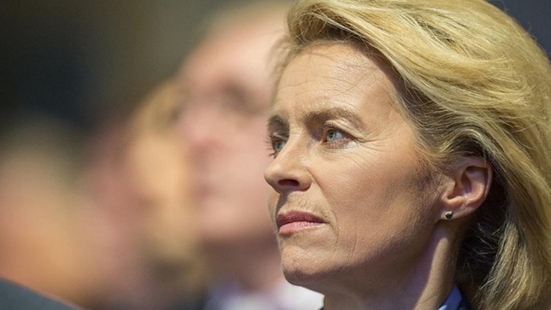 Covid: EU's von der Leyen admits vaccine rollout failures