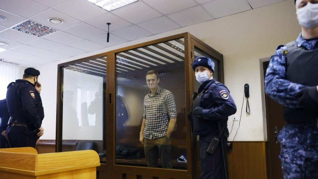 Alexei Navalny: US imposes sanctions on Russians
