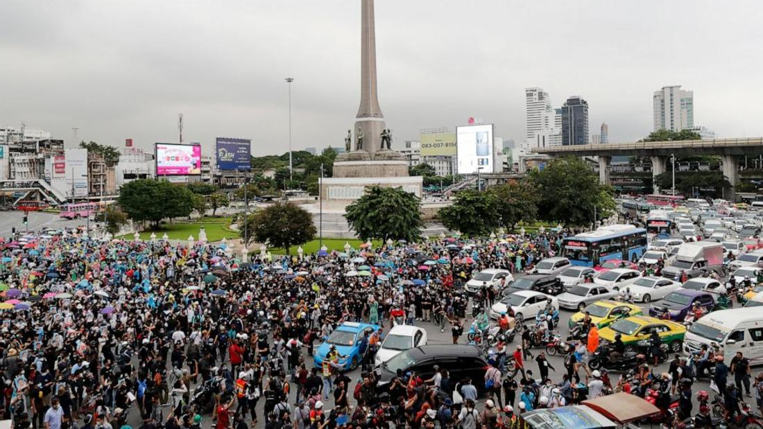 Protesters in Thailand carry on despite police warning