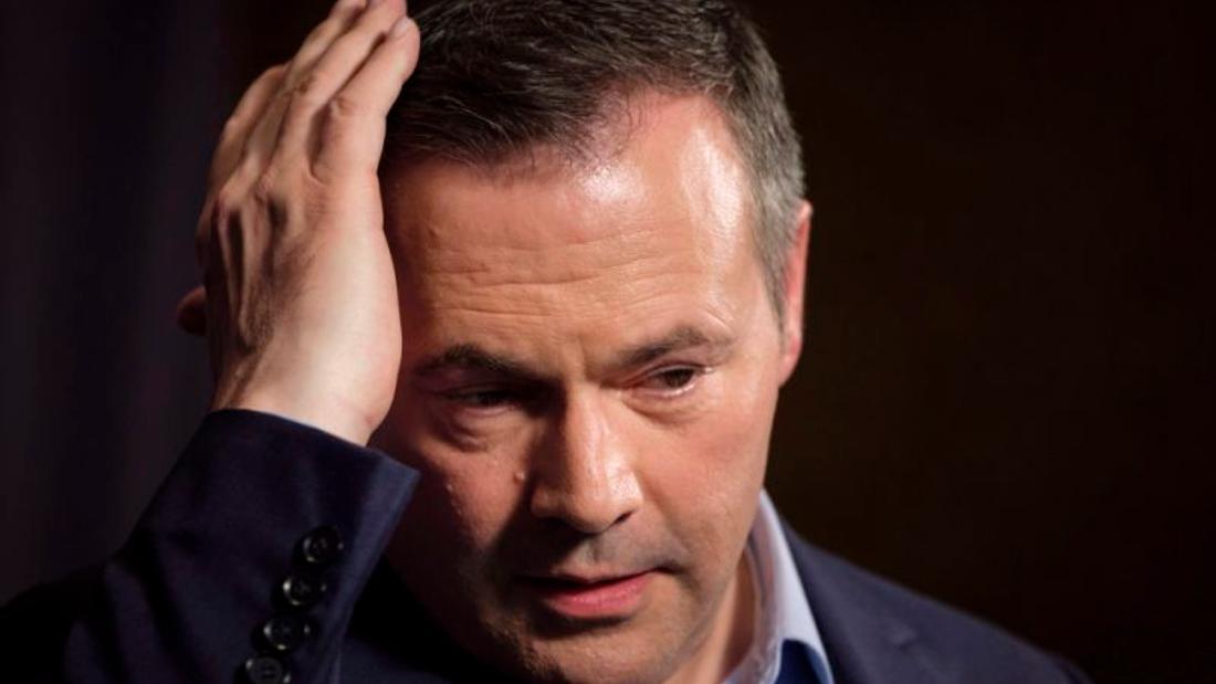 Caucus dissent over COVID OK, breaking health rules means expulsion: Alberta premier