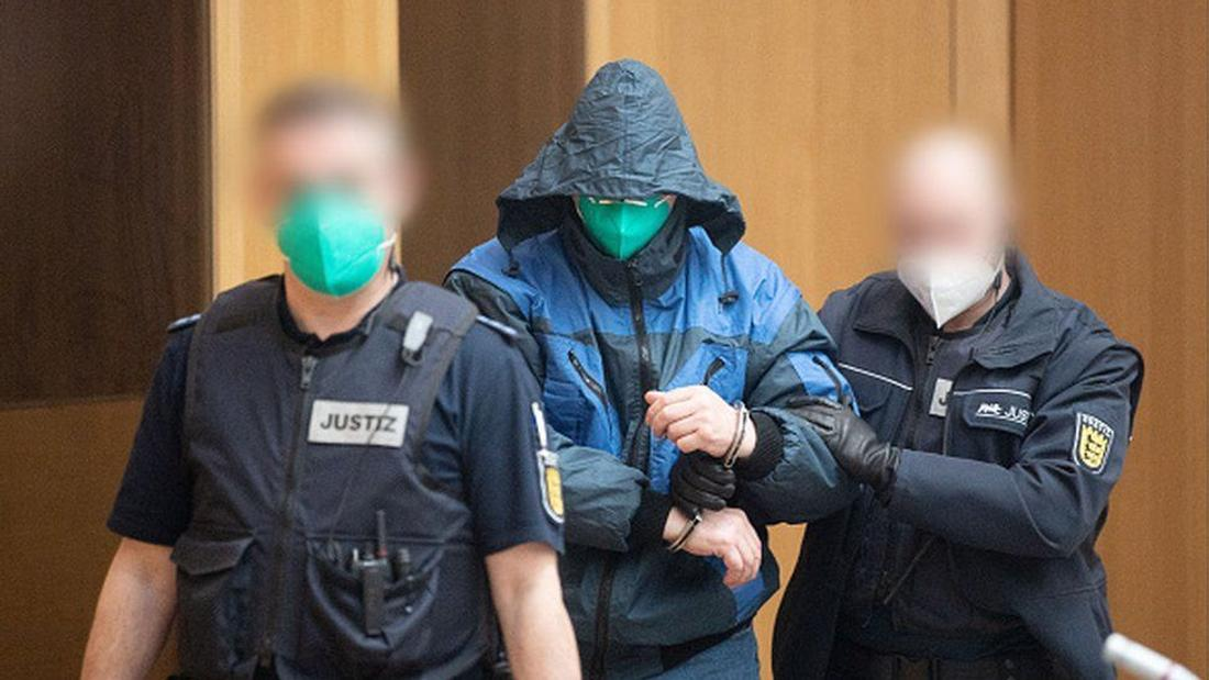 Gruppe S: German far-right group on trial for 'terror plot'