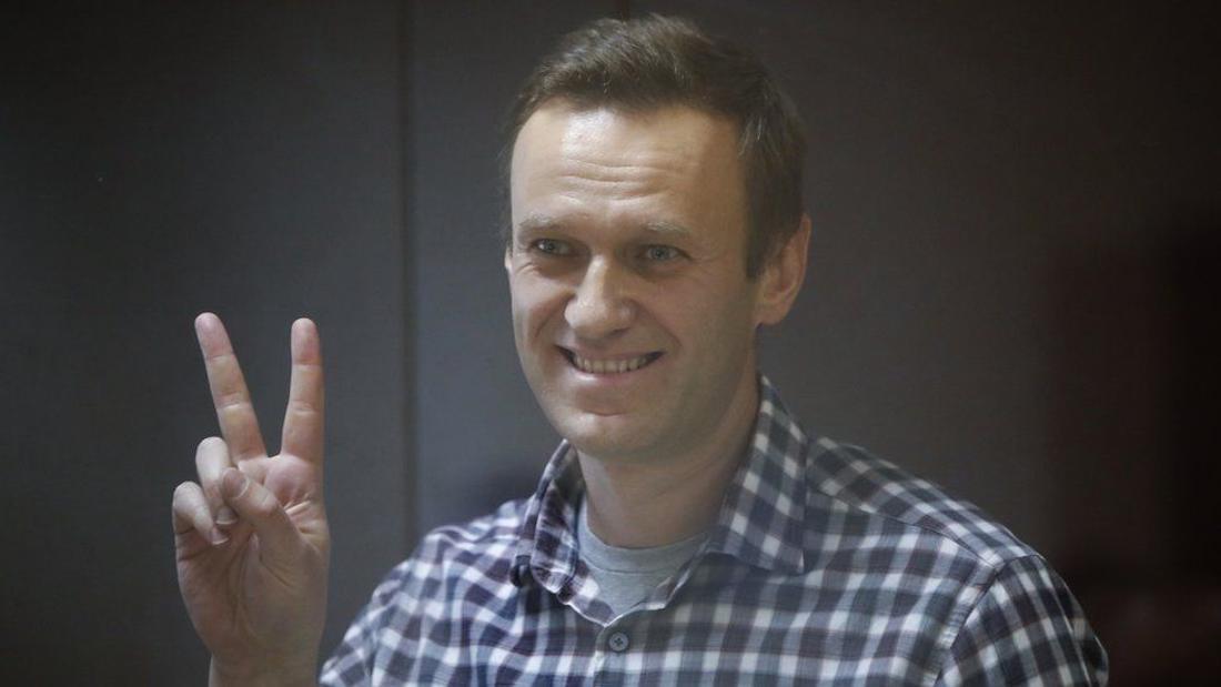 Putin opponent Navalny ends hunger strike in Russian jail