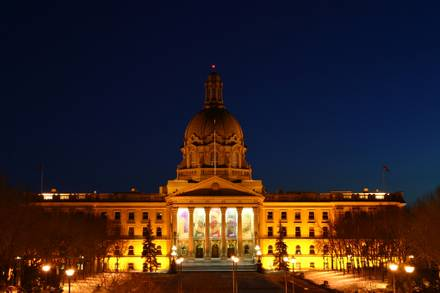 Federal government must stop privatization of health care in Alberta