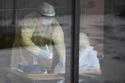 Pressure mounts on federal government to help fix, build long-term care homes as pandemic takes deadly toll