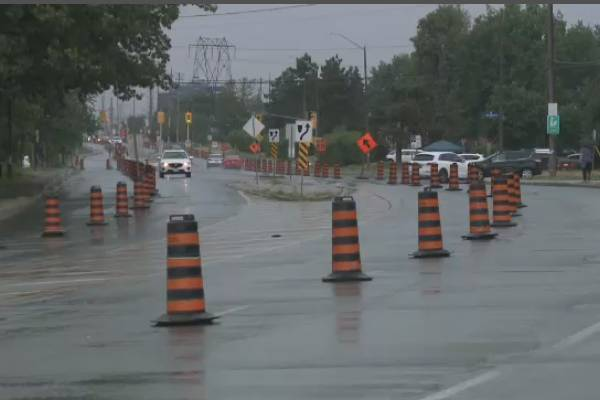 Bells Corners cyclists create pop-up bike lane on Moodie Drive