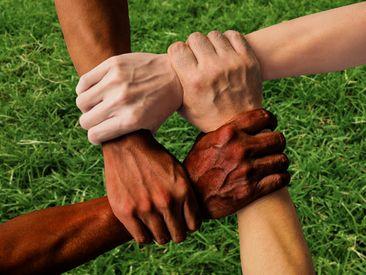 Nous devons prendre des mesures pour combattre la discrimination, le racisme et la violence